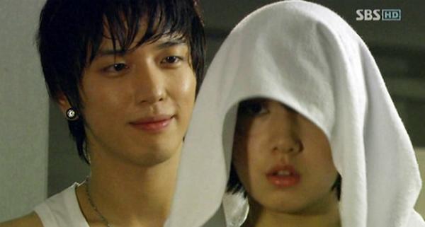 Jung Yong Hwa vào vai chàng trai Kang Shin Woo si tình trong Youre handsome.