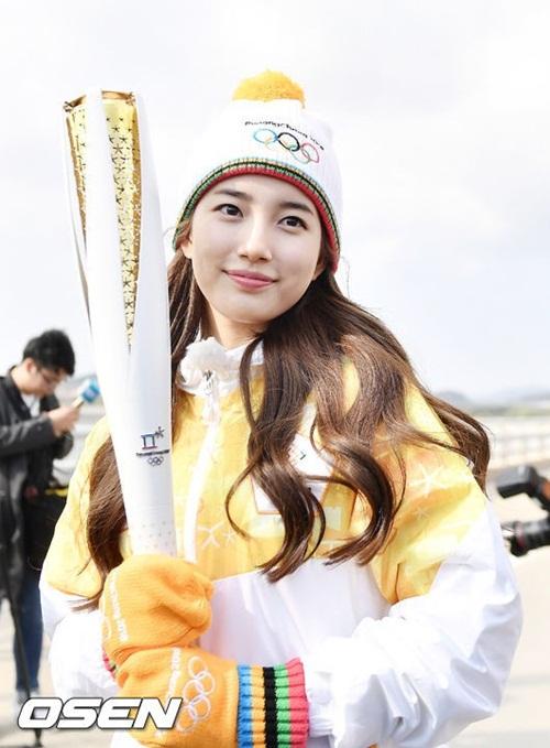 Dàn nữ thần, nam thần xứ Hàn tỏa sáng tại lễ rước đuốc Olympic