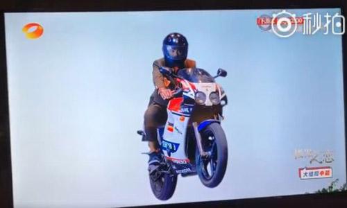 Đã tìm thấy đoạn phim ảo diệu nhất màn ảnh Hoa ngữ khiến khán giả cười bò - 1