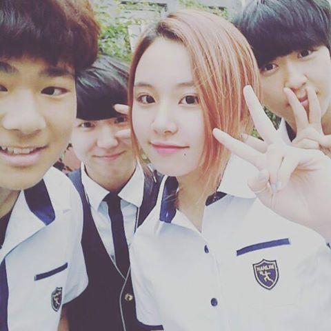 Những mỹ nam, mỹ nữ Kpop chuẩn bị tốt nghiệp trường Hanlim - 2