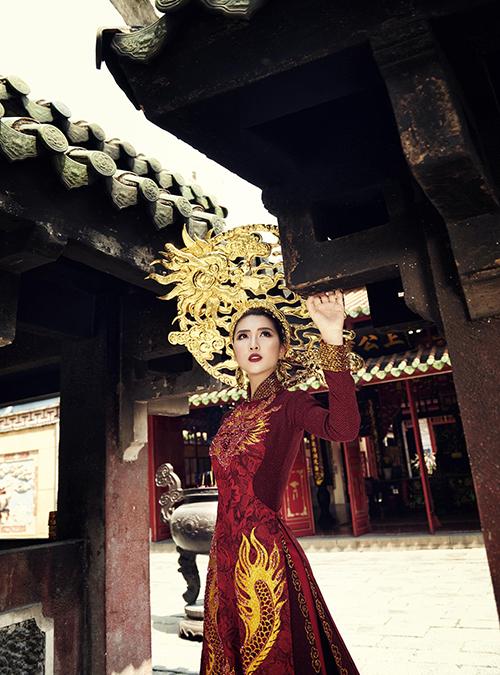 Trang phục dân tộc của Tường Linh tại Hoa hậu Liên lục địa - 2