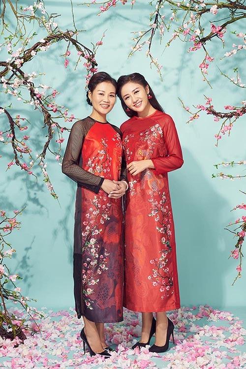 Văn Mai Hương khoe mẹ trẻ trung trong bộ ảnh đón Tết