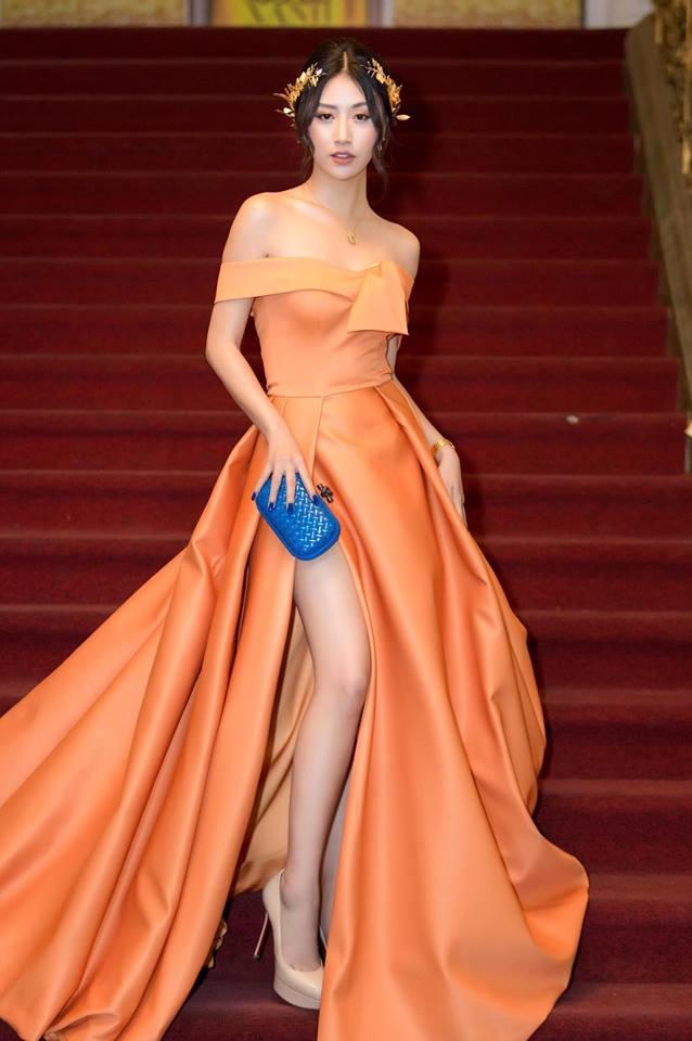 <p> Lộng lẫy, xinh đẹp như nữ thần là hình ảnh mà Quỳnh Anh Shyn và ê-kíp của cô nàng đang hướng tới khi bước lên thảm đỏ.</p>