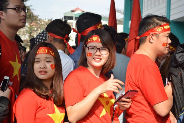 Gái xinh Hà thành xuống đường giữa trưa nắng cổ vũ U23 Việt Nam - 7