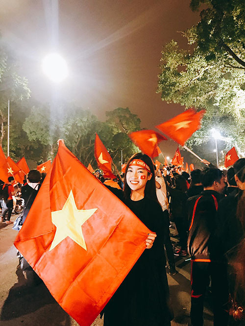 Khi sao Việt rũ bỏ sang chảnh, mất ngủ vì U23 Việt Nam