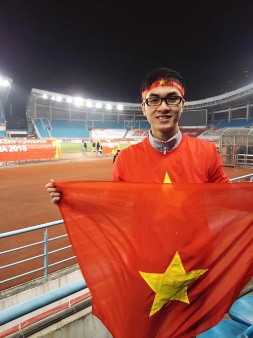 CĐV điển trai bị teen girl cầu xin add Facebook sau trận đấu của U23 Việt Nam - 6