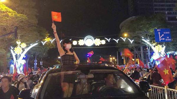 Khi sao Việt rũ bỏ sang chảnh, mất ngủ vì U23 Việt Nam - 5