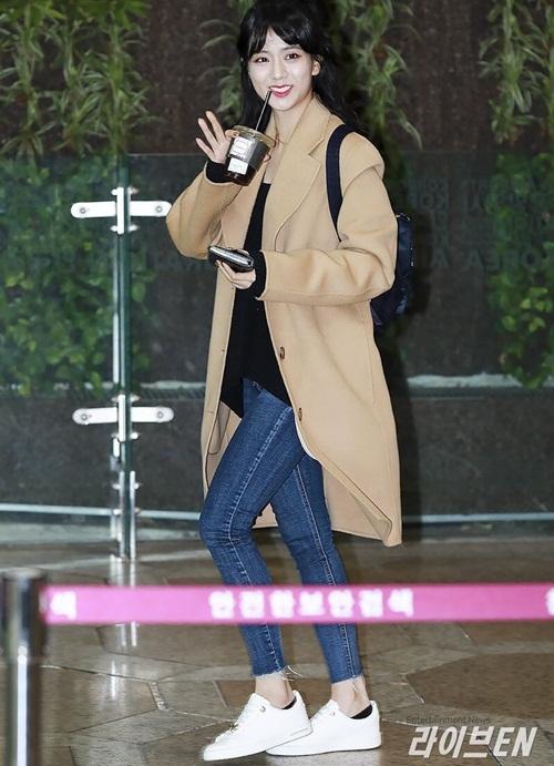 Lee Sung Kyung lộ chân siêu gầy, Black Pink khoe loạt áo khoác bông - 5