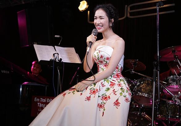 Hòa Minzy gợi cảm với đầm hoa dâm bụt sau khi giảm 10 kg - 3