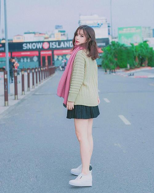 Phong cách khác biệt của bạn gái 3 hot boy U23 Việt Nam - 8