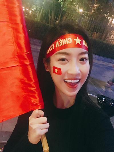 Hoa hậu Việt Nam Đỗ Mỹ Linh tạm gác mọi công việc để sang Trung Quốc ủng hộ tinh thần U23 Việt Nam.