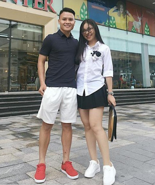 Phong cách khác biệt của bạn gái 3 hot boy U23 Việt Nam - 1