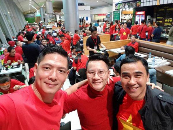 Sao Việt và fan nhuộm đỏ sân bay trước khi lên đường đi cổ vũ U23 Việt Nam - 10