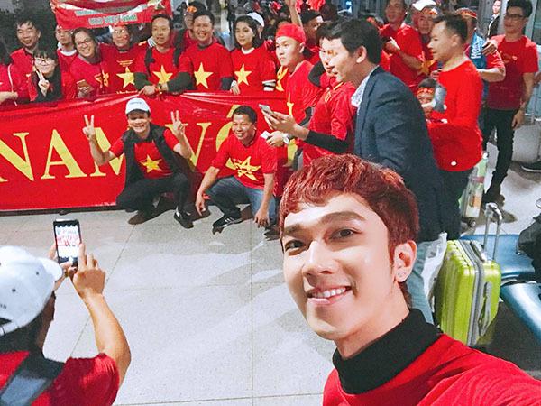 Sao Việt và fan nhuộm đỏ sân bay trước khi lên đường đi cổ vũ U23 Việt Nam - 2