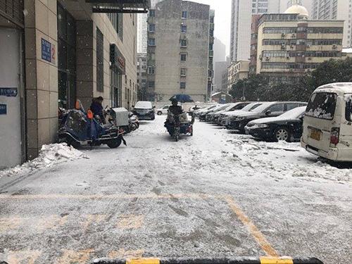 Mưa tuyết khiến CĐV lo lắng trận chung kết của U23 Việt Nam sẽ bị hoãn - 9