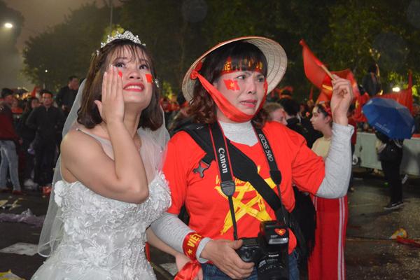 Girl xinh khóc nức nở vì U23 Việt Nam thua trong nháy mắt - 3