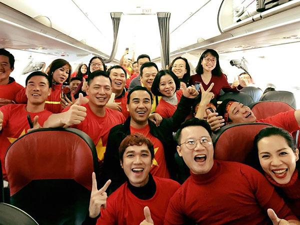Sao Việt và fan nhuộm đỏ sân bay trước khi lên đường đi cổ vũ U23 Việt Nam - 8