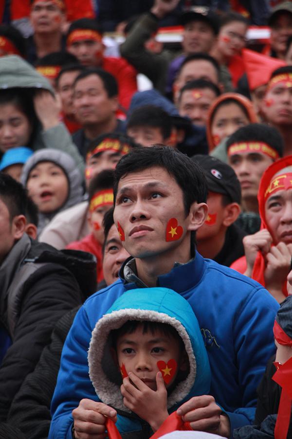 Quang Hải ghi bàn, cả làng ở quê vỡ òa trong cảm xúc - 3