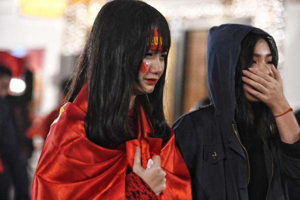 Girl xinh khóc nức nở vì U23 Việt Nam thua trong nháy mắt