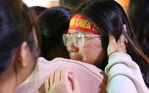 Girl xinh khóc nức nở vì U23 Việt Nam thua trong nháy mắt - 6