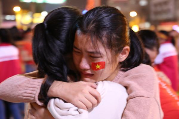 Girl xinh khóc nức nở vì U23 Việt Nam thua trong nháy mắt - 4