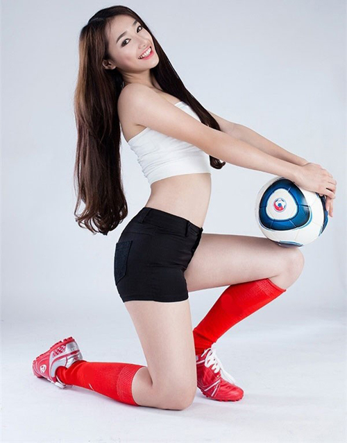 101 cách ăn vận sexy để cổ vũ bóng đá của mỹ nhân Việt - 3
