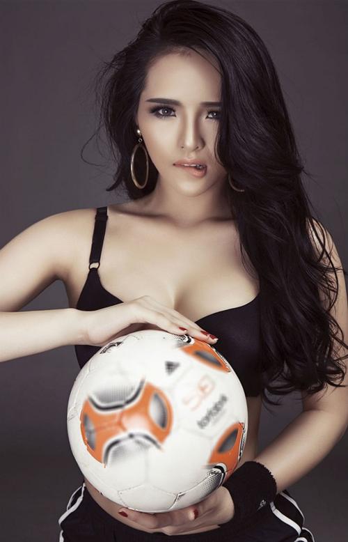 101 cách ăn vận sexy để cổ vũ bóng đá của mỹ nhân Việt - 2