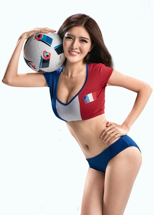 101 cách ăn vận sexy để cổ vũ bóng đá của mỹ nhân Việt - 1