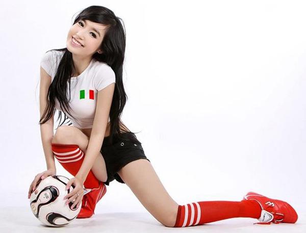 101 cách ăn vận sexy để cổ vũ bóng đá của mỹ nhân Việt - 4