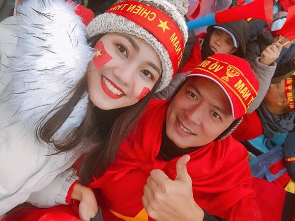 Thanh Tú gây hờn vì bức ảnh chụp chung cùng U23 Việt Nam sau chung kết - 4