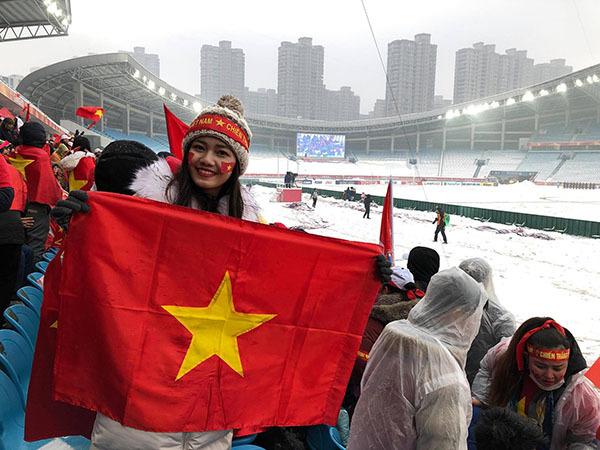 Thanh Tú gây hờn vì bức ảnh chụp chung cùng U23 Việt Nam sau chung kết - 2