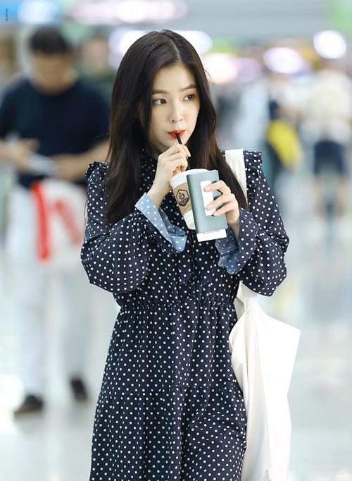 Irene chỉ dùng một chiếc túi tối giản dù quảng cáo cho thương hiệu nổi tiếng - 2