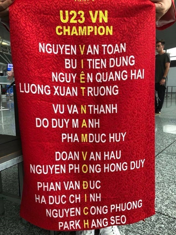 Những khẩu hiệu cổ vũ chất nhất của CĐV dành tặng U23 Việt Nam - 4