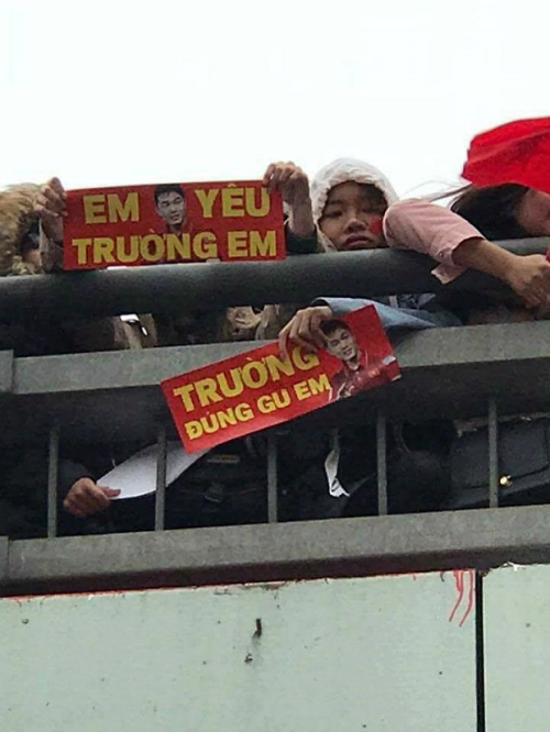 Những khẩu hiệu cổ vũ chất nhất của CĐV dành tặng U23 Việt Nam - 3