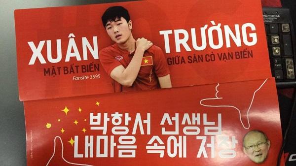 Đội trưởng U23 Việt Nam, Lương Xuân Trường là cái tên thịnh hành trên nhiều băng rôn, khẩu hiệu cổ vũ của khán giả với những slogan chất như nước cất.