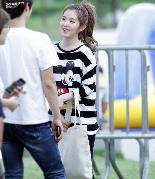 Irene chỉ dùng một chiếc túi tối giản dù quảng cáo cho thương hiệu nổi tiếng - 6