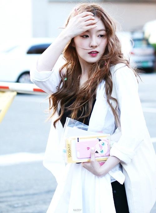 Irene chỉ dùng một chiếc túi tối giản dù quảng cáo cho thương hiệu nổi tiếng - 8