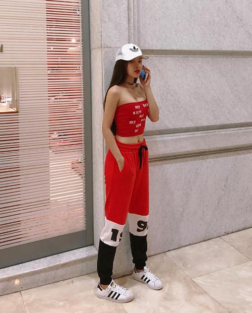 Sắc đỏ rực rỡ lên ngôi trong street style sao Việt tuần qua - 2
