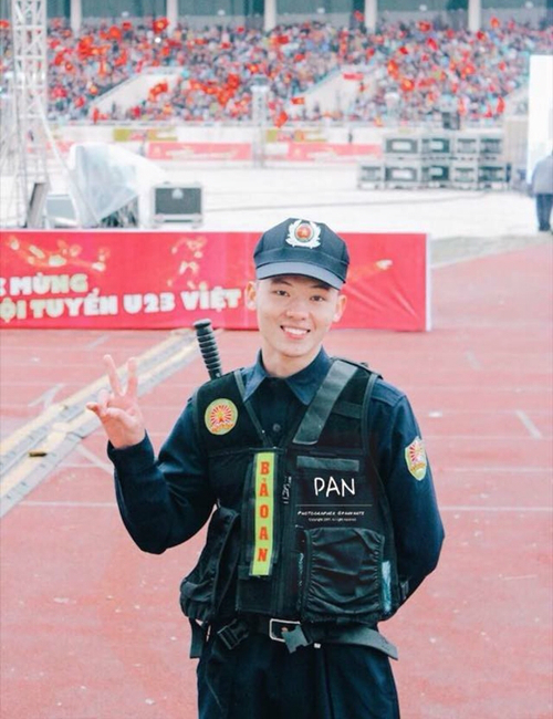 Những bạn trẻ bất ngờ nổi tiếng nhờ U23 Việt Nam - 6