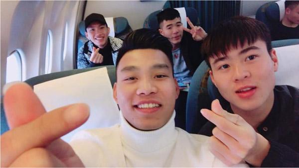 Các thành viên U23 Việt Nam hớn hở khoe ảnh vào TP. HCM - 3