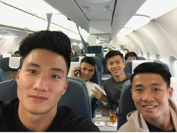Các thành viên U23 Việt Nam hớn hở khoe ảnh vào TP HCM - 2