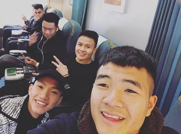 Các thành viên U23 Việt Nam hớn hở khoe ảnh vào TP. HCM - 2