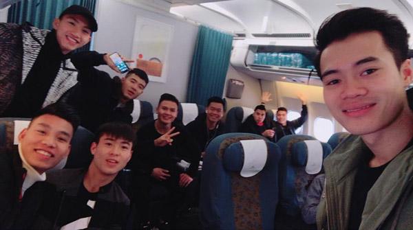 Các thành viên U23 Việt Nam hớn hở khoe ảnh vào TP. HCM - 1