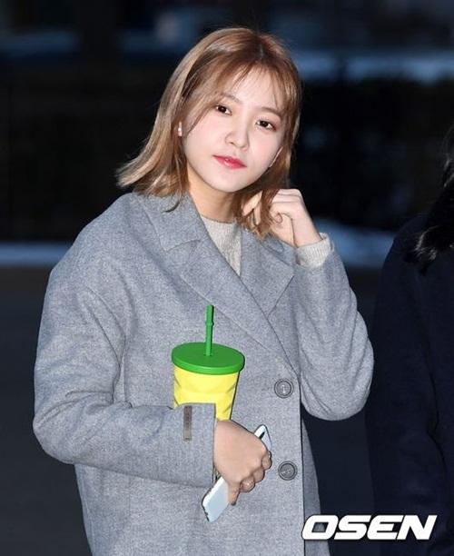 Suzy khoe mặt mộc, Irene hết hồn vì fan cuồng khi đến Music Bank - 4