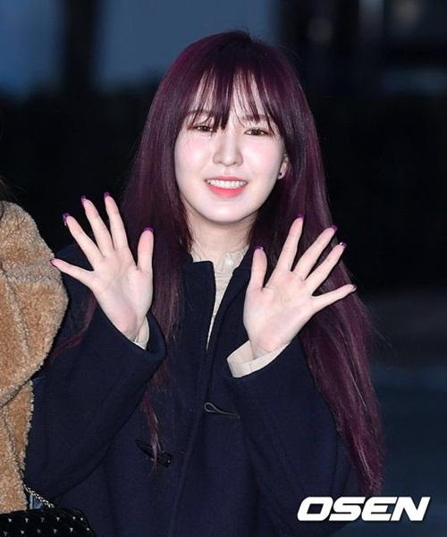 Suzy khoe mặt mộc, Irene hết hồn vì fan cuồng khi đến Music Bank - 5