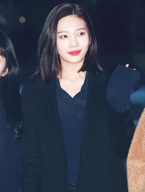 Suzy khoe mặt mộc, Irene hết hồn vì fan cuồng khi đến Music Bank - 7