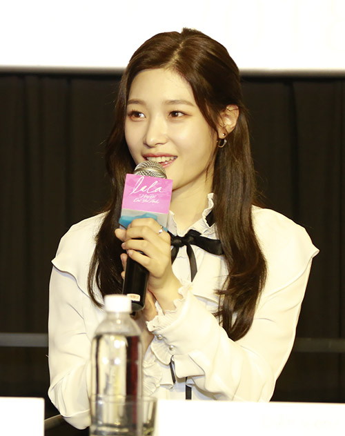 Chi Pu xinh đẹp bên nữ thần thế hệ mới Jung Chae Yeon - 2