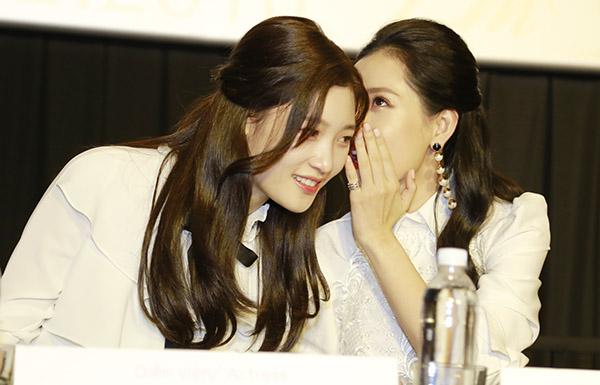 Chi Pu xinh đẹp bên nữ thần thế hệ mới Jung Chae Yeon - 3