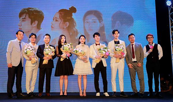 Chi Pu xinh đẹp bên nữ thần thế hệ mới Jung Chae Yeon