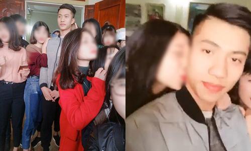 Fan Văn Đức bị fan vây quanh xin pose hình sau khi trở về quê nhà.